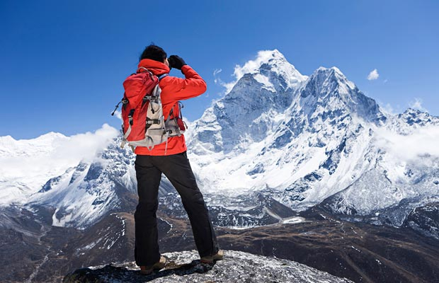 woman looking at mount everest
