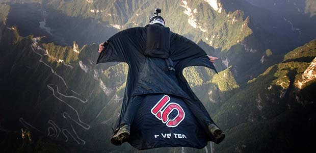 wing_suit_flying